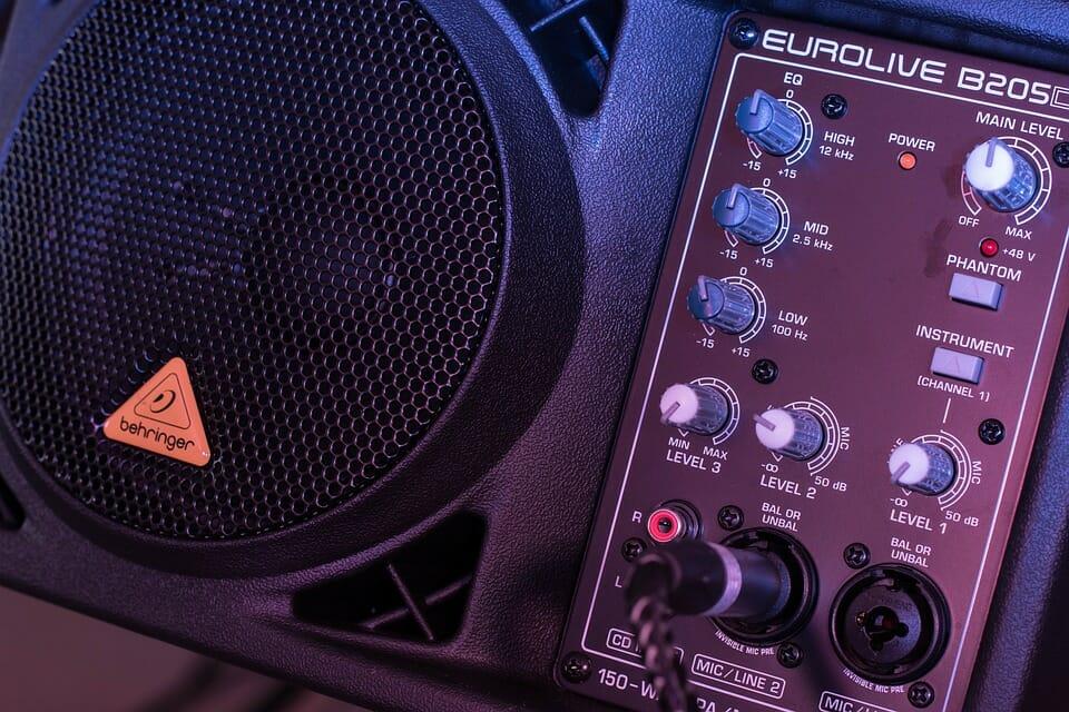 Speaker with Volume Controls